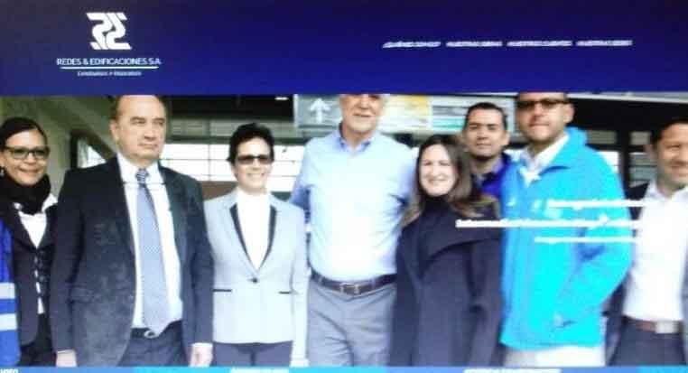 Alcalde Peñalosa junto a los directivos de Redes y Edificaciones